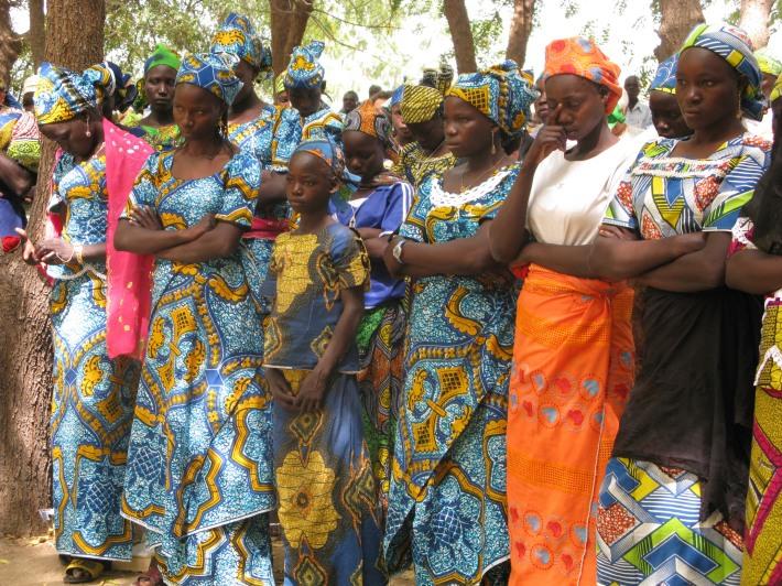 Camerun. Parrocchia di Loulou. Fedeli a messa (ph Romina Gobbo)