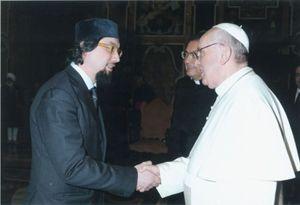 L'imam Yahya Sergio Pallavicini, vicepresidente Coreis, con papa Francesco
