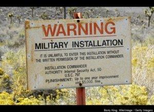 Il divieto di ingresso in Area 51. In copertina: foto dell'area da lontano