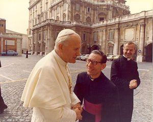 Nel 1983 incontra Giovanni Paolo II
