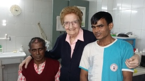 Teresa Volpato con alcuni dei suoi assistiti