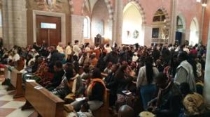 L'assemblea alla messa dell'Epifania in Cattedrale a Vicenza (credits Romina Gobbo)