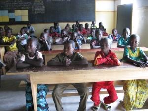 Camerun, Loulou, i bambini a scuola (foto di Romina Gobbo)